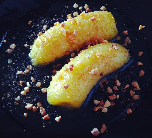 Banane al limone con granella di mandorle