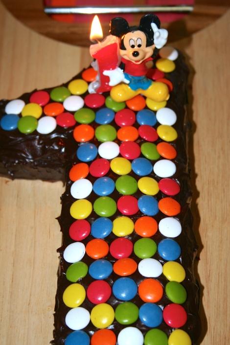 Torta al cioccolato a forma di 1